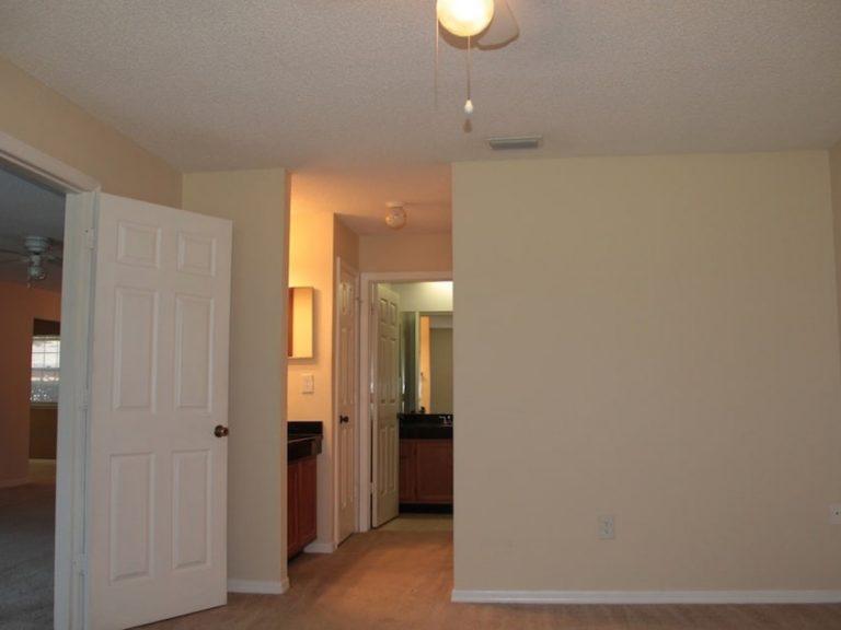 chambre avec dressing et salle de bain du condo CS2 à vendre en Floride