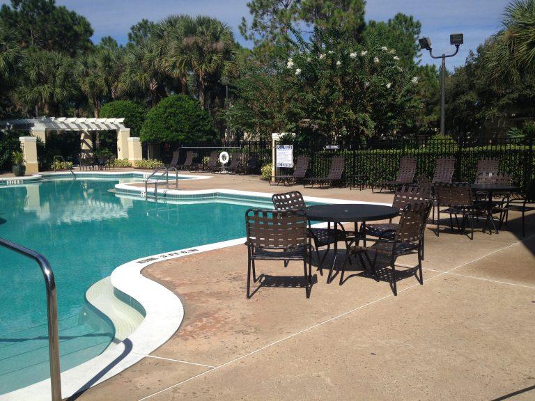 piscine et zone de detente de la residence madison a orlando en floride
