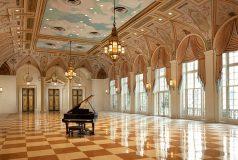 Vue aérienne de la plage de Palm Beach et ses luxueux hotels en Floride