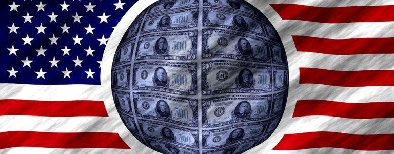 drapeau americain avec billets dollars au centre