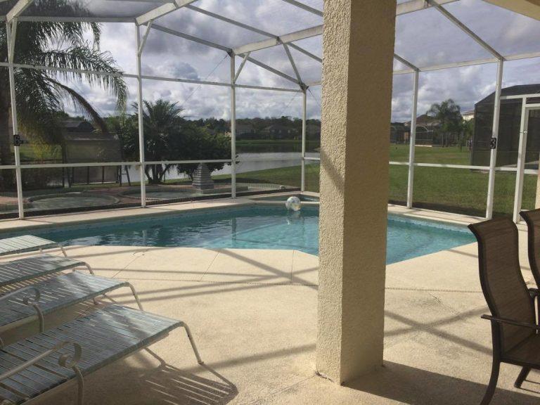 piscine privée de la villa meublée vm4