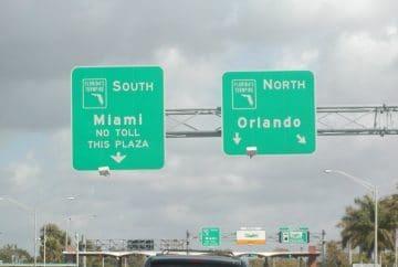 Panneaux de signalisation sur la Turnpike de Floride