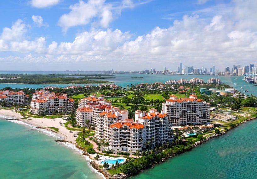 vue aérienne de l'île des milliardaire de Miami : Fisher Island