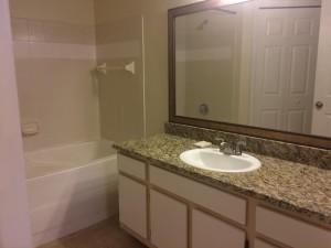salle de bain avec marbre de l'appartement FT3 en vente en Floride avec Auxandra