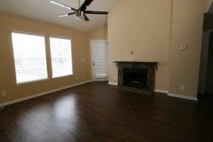 Salon avec parquet et cheminée du condo cpm11 à la vente en Floride