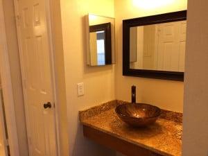 salle de bain avec marbre du condo CB1 a la vente a orlando en Floride