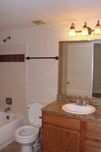 salle de bain avec marbre du condo a la vente CPM2 a orlando en floride