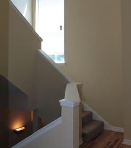 escalier menant a la mezzanine du condo cpm3 en floride
