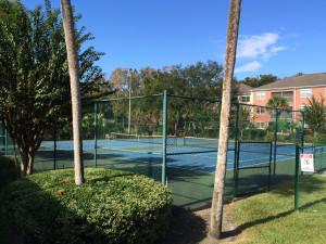 terrain de tennis dans une résidence de condo en Floride
