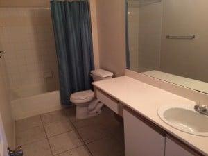 salle de bain du condo a vendre FT2 a orlando en floride