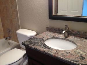 salle de bain avec marbre du condo SB2 a vendre en floride