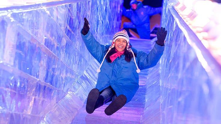 passez de super fêtes de noël à Orlando. L'hotel gaypalms construit un chateau de glace pour l'occasion