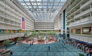 interieur du terminal B de l'aéroport international d'Orlando en 2016