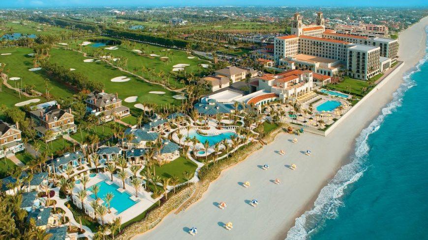 Vue aérienne de la côte luxueuse de Palm Beach en Floride