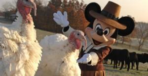 Mickey Mouse s'habille en pèlerin américain pour la fête de thanksgiving