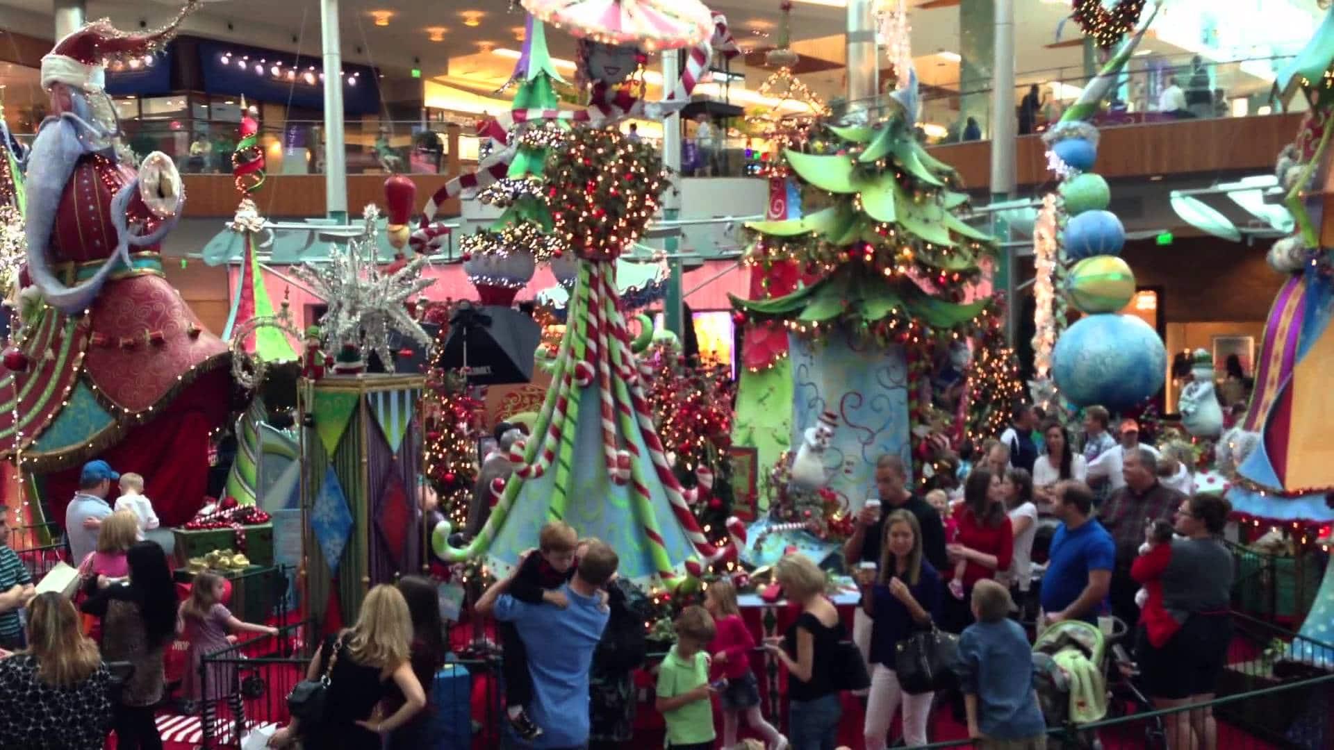 Grand centre commercial Millenia ( appelé Mall en anglais ) décoré à Noël
