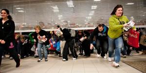 Ouverture d'un grand magasin un matin de Black Friday aux USA