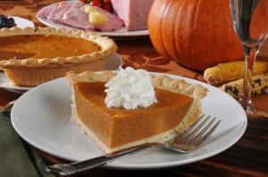 Un dessert typique du repas de thanksgiving la tarte à la citrouille.