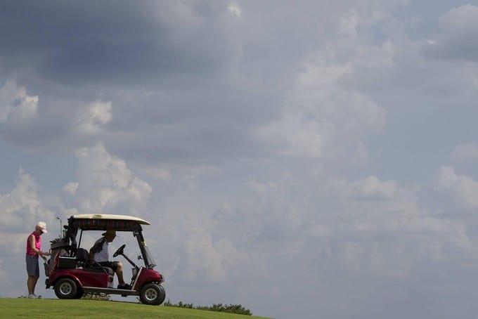 dans la résidence pour retraités the villages en Floride compte des golfs pour seniors